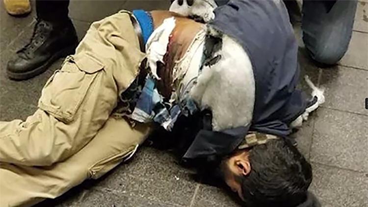 美国曼哈顿爆炸嫌疑人身绑炸弹引爆瞬间