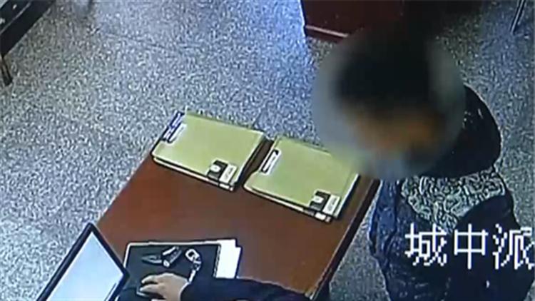 视频|自投罗网!小伙派出所里借电话 一时心虚暴露逃犯身份