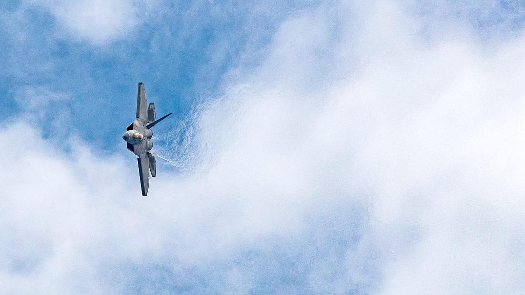 美军称F-22在叙拦截俄战机 与苏-35对峙数分钟