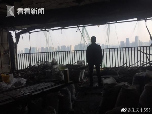 10天前,林生斌再次踏入被毁的家,百感交集