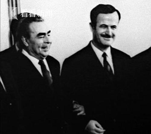 2019-02-22,哈菲兹·阿萨德(右)与苏联领导人勃列日涅夫在莫斯科合影