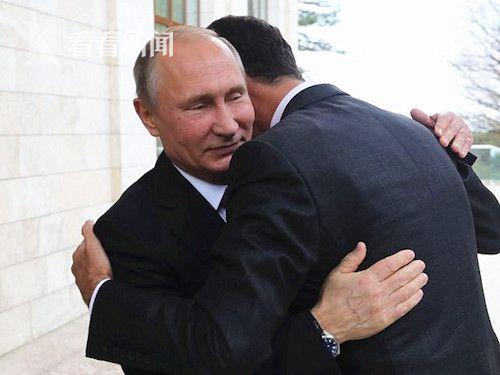 11月20日,索契,俄罗斯总统普京(左)巴沙尔·阿萨德拥抱