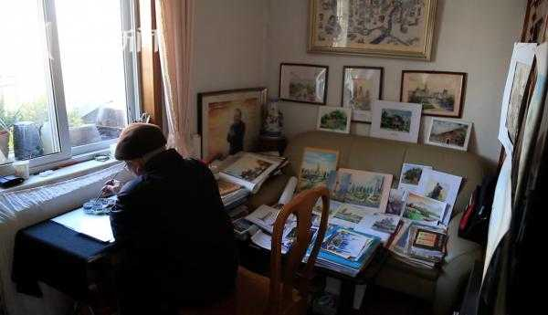曹玉良在家画画