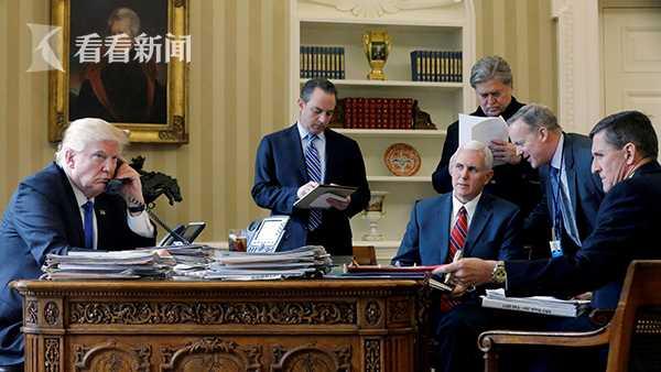 这张照片中除特朗普和副总统彭斯(红色领带者)外,其他人都已离职