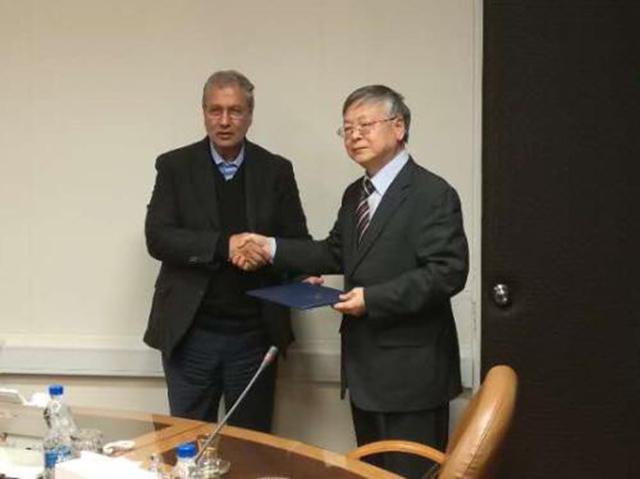 伊朗官员将感谢信交与中国驻伊朗大使庞森