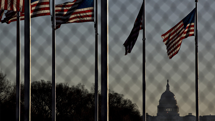 特朗普签署短期支出法案 政府停摆正式结束
