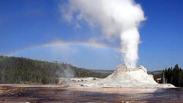末日预言将成真?黄石超级火山10天地震200多次