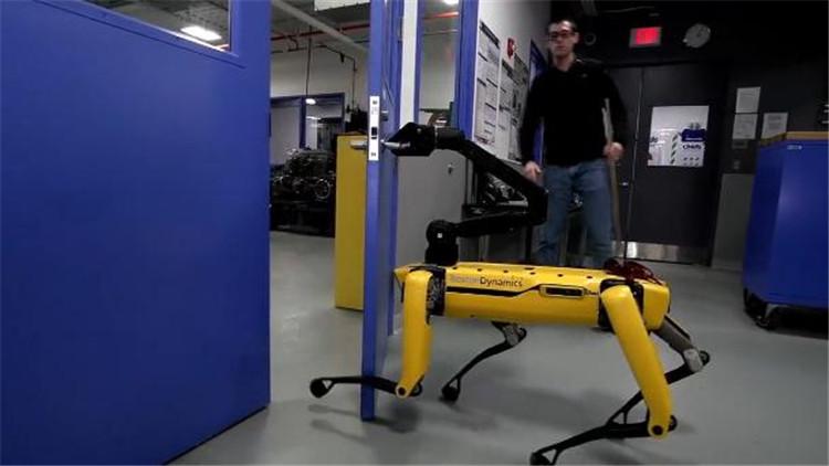 机器狗逃脱受阻会反抗 离机器人造反不远了?