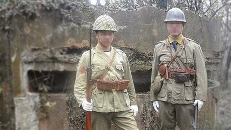 穿日本军装在抗战遗址留影 两青年被拘留15日