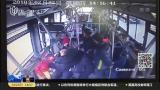 女乘客公交车上晕倒  众人援手紧急送医
