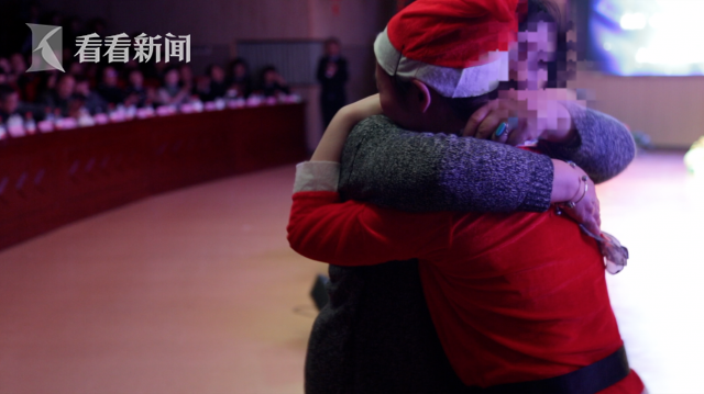 沈雪弹奏《梁祝》,沈雪和母亲拥抱