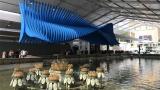 上海展览中心门口2018第一条长龙为它诞生了