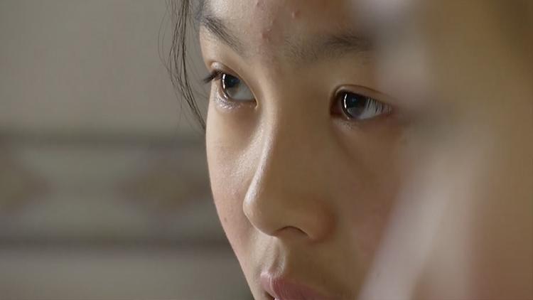 """11岁女儿为救白血病妈妈 """"暴食""""5个月增重18斤"""