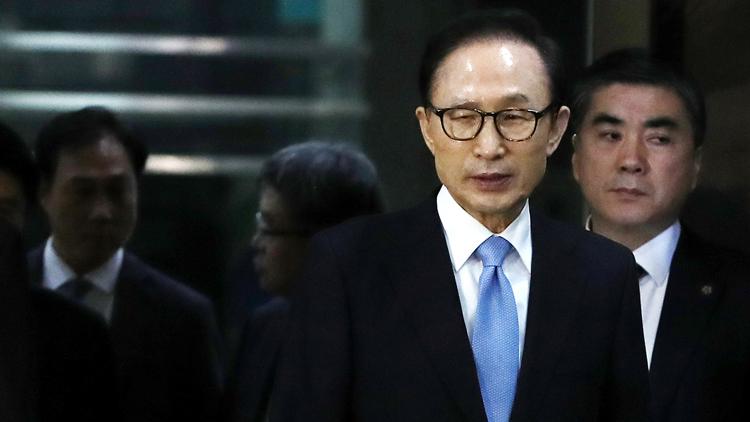 连审21小时 李明博招了!承认受贿上亿韩元