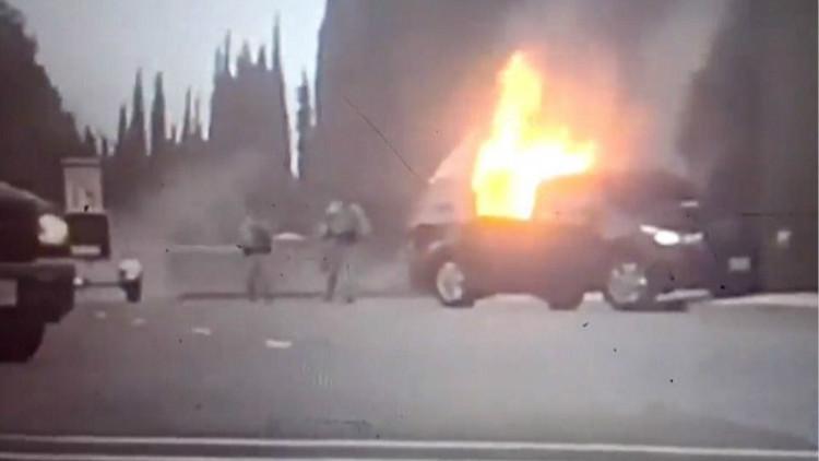 不明男子疑似恐袭美空军基地 点燃自己引爆汽车
