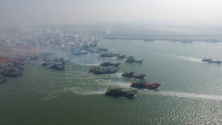 北方捕鱼季启幕!渤海湾开海日百艘渔船齐出海