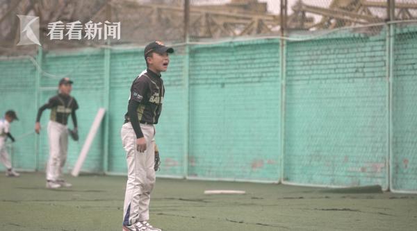 投手主力梁郑霜遇到了困难局面,心态难以调整。