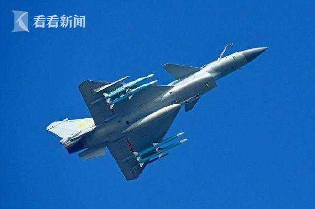歼-10C双机编队