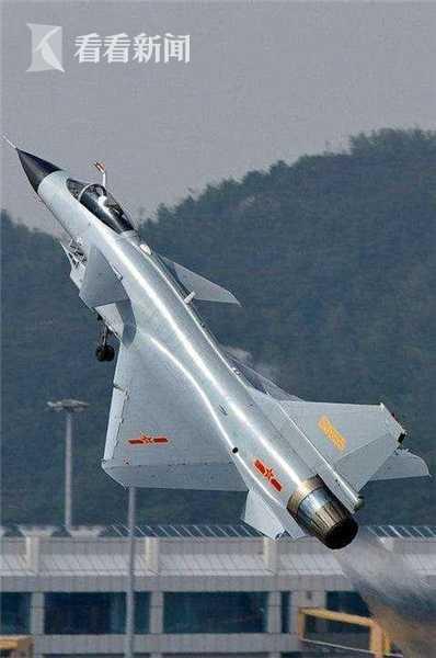 4.jpg    起飞动作生猛的歼-10A