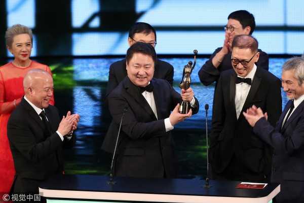 最佳影片:《明月几时有》 制片人于冬登台亮相