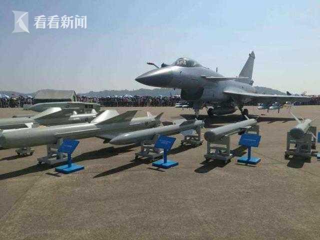 珠海航展展出的歼-10系列战机可挂载的大批出口型武器