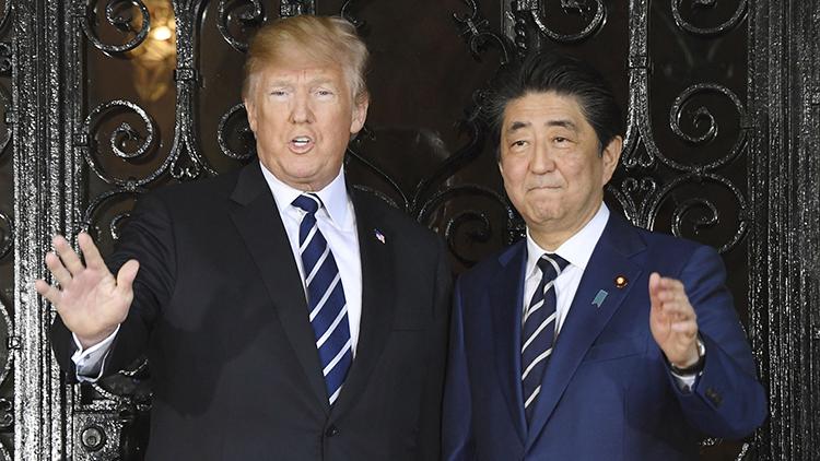 """与特朗普见面""""撞领带"""" 安倍""""贴心""""紧急换装"""