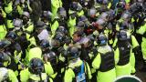 萨德基地入口:韩警强制疏散反萨民众致10多人伤