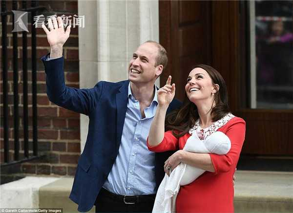 4B77946A00000578-5646889-Prince_William_and_Kate_have_now_driven_home_from_hospital_with_-m-41_1524513699753.jpg