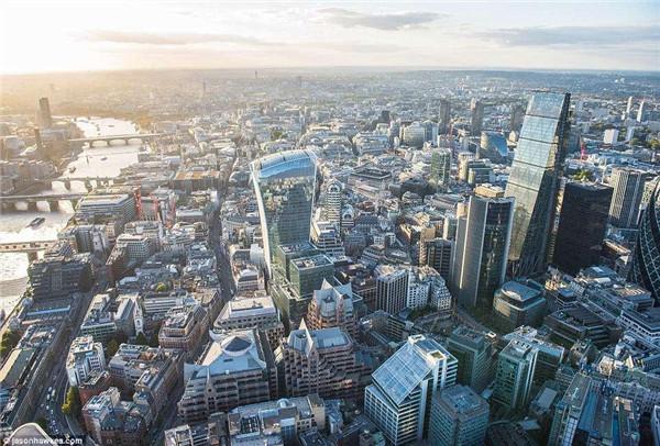 伦敦金融城.jpg