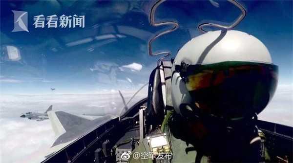 歼-20座舱拍摄,左侧可见两架歼-10