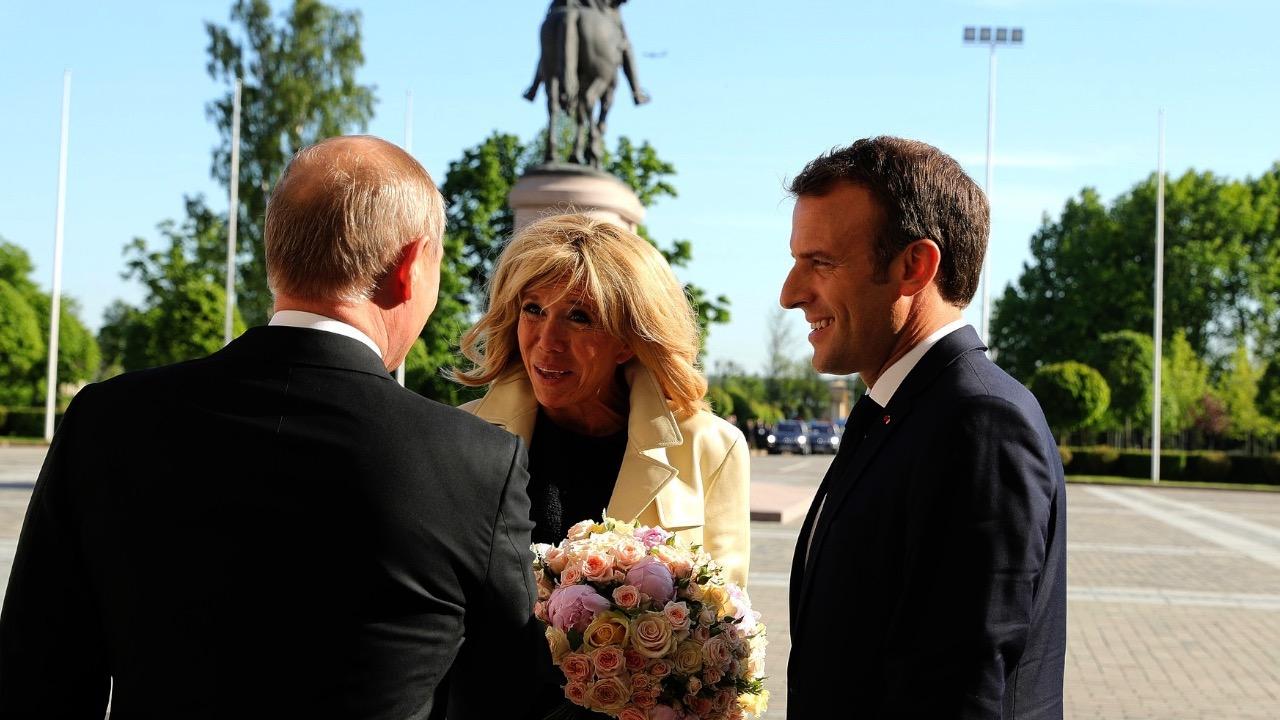 """""""暖男""""普京再献玫瑰!这次是给法国第一夫人"""