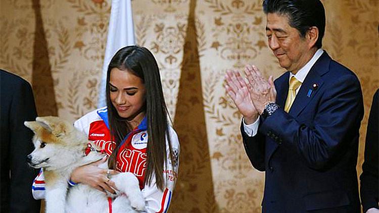 安倍又给俄罗斯送秋田犬 不过这次不是送给普京