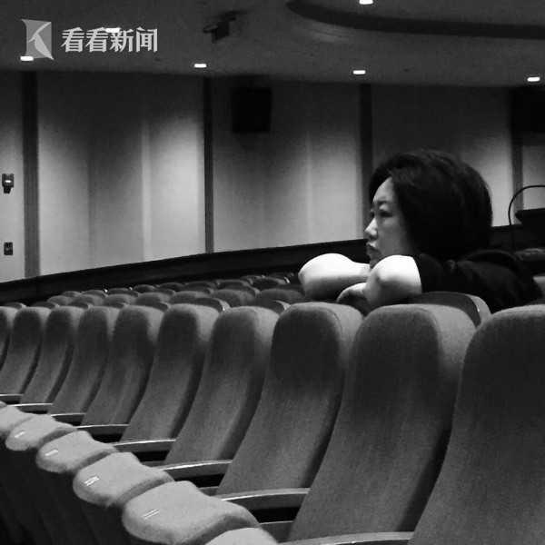 多媒体设计总监代晓蓉在现场督导