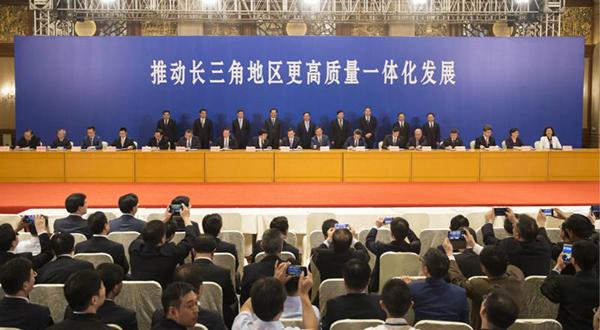 6月1日,2018年度长三角地区主要领导座谈会后,三省一市有关方面就一批合作项目进行了现场签约。