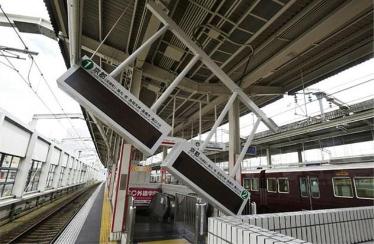 大阪电视台公布地震现场画面:早高峰交通乱套