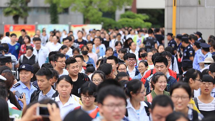 各地高考分数线陆续公布 上海本科401分