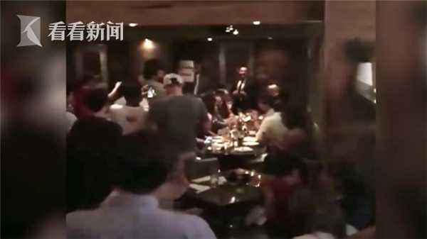 美国国土安全部长尼尔森去餐厅吃饭被一大群人围攻