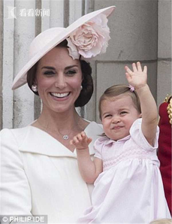 352762E900000578-5934109-The_youngster_showing_off_her_royal_wave_at_Trooping_the_Colour_-a-2_1531166184442.jpg