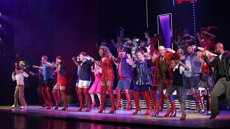 《长靴皇后》上海首演 揭秘女装大佬神秘后台