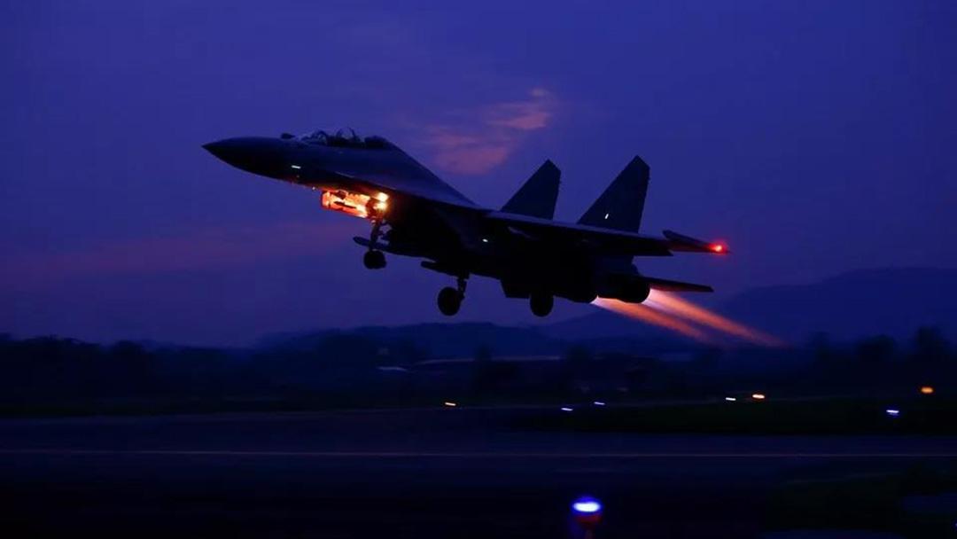 歼-16夜训画面公开  未来可全天候助威歼-20