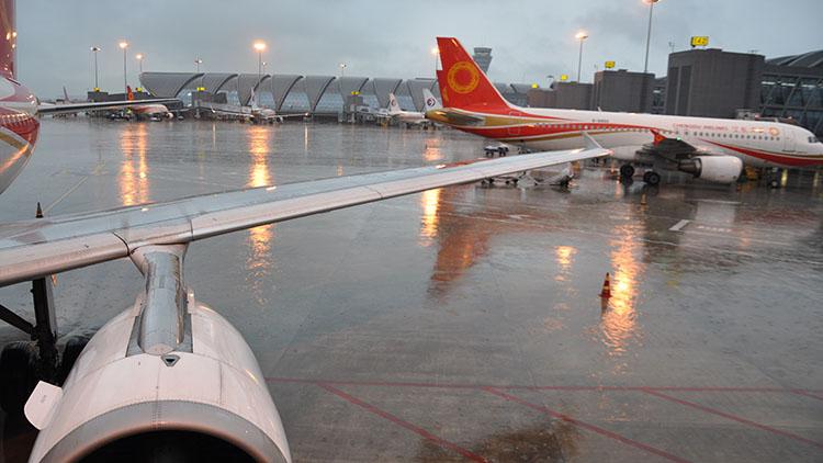 成都机场又遭极端天气 严重影响航班飞行