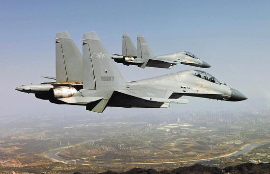 图4:西部战区空军某旅歼-16战机.jpg