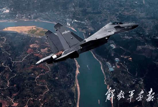 图5:西部战区空军某旅歼-16战机.jpg