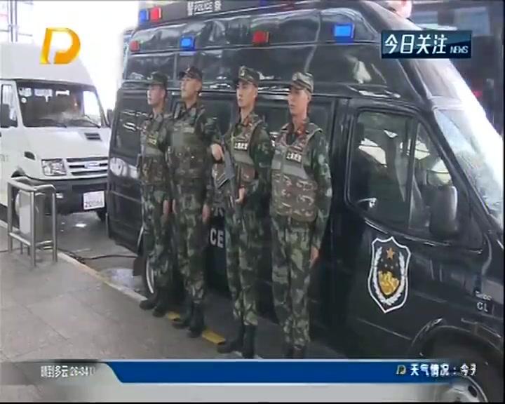 武警机场巡逻 确保旅客安全