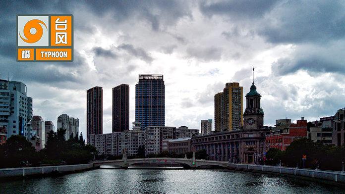 """上海发布台风橙色预警 """"安比""""明天将登陆上海"""