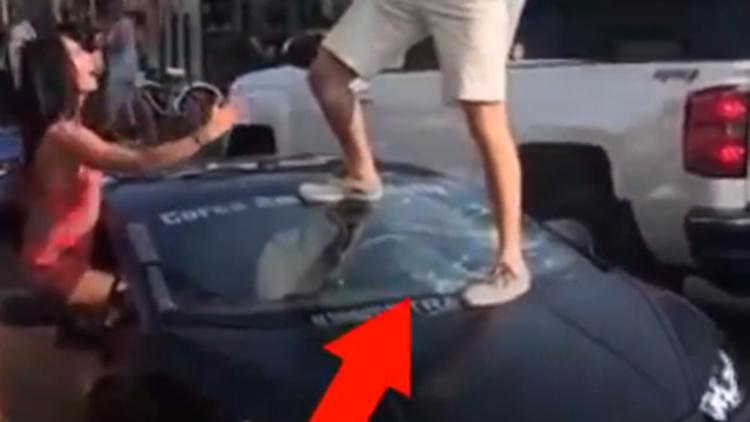 男子炫耀266万兰博基尼 跳上去的瞬间玻璃碎了