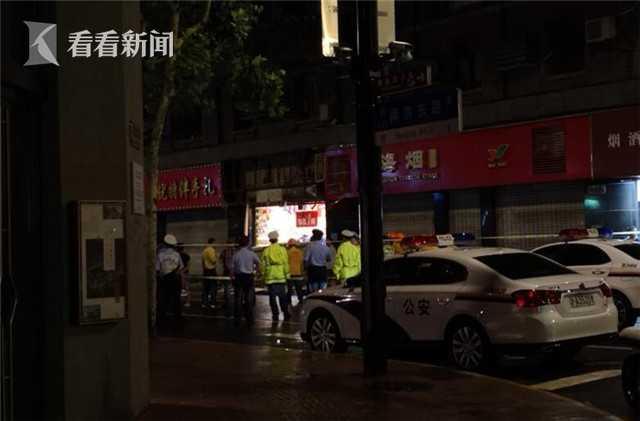 上海黄浦一商铺招牌脱落 致3死6伤