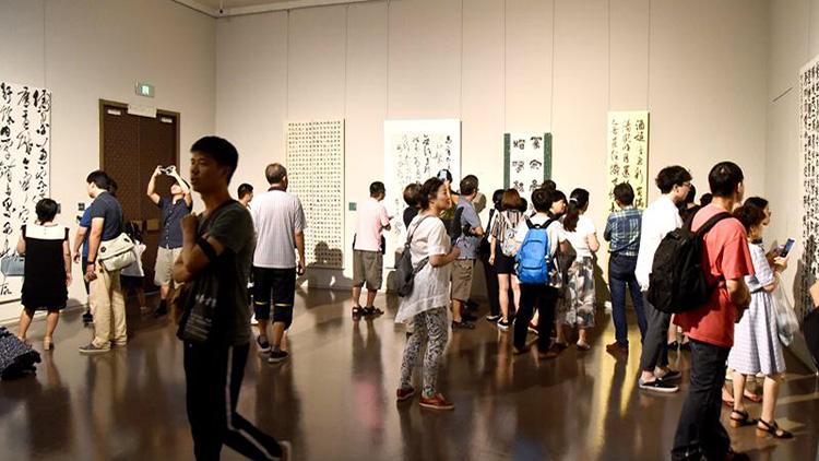 第十届书法篆刻大展今在中华艺术宫开幕