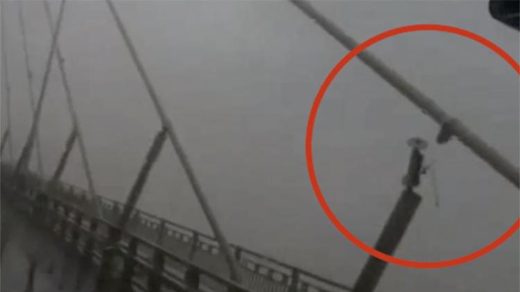 苏通大桥一拉索阻尼器脱落 大桥暂时封闭