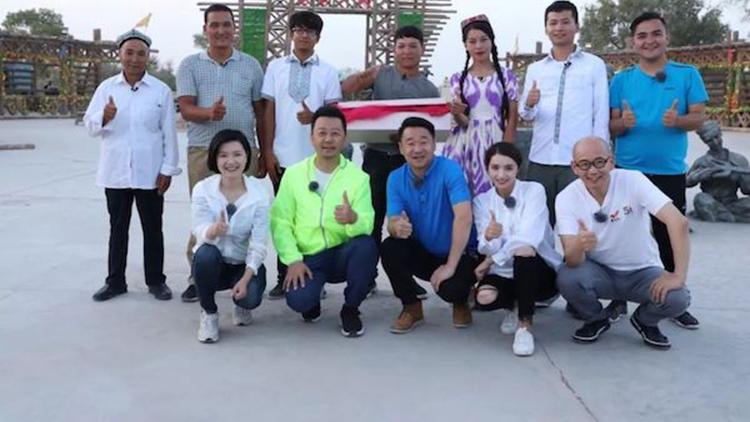 《我们在行动》:郭涛王景春麦迪娜联手献计